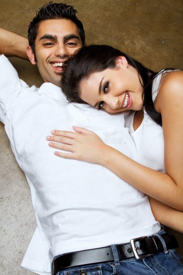 Sexy etnisch paar in liefde stock foto's