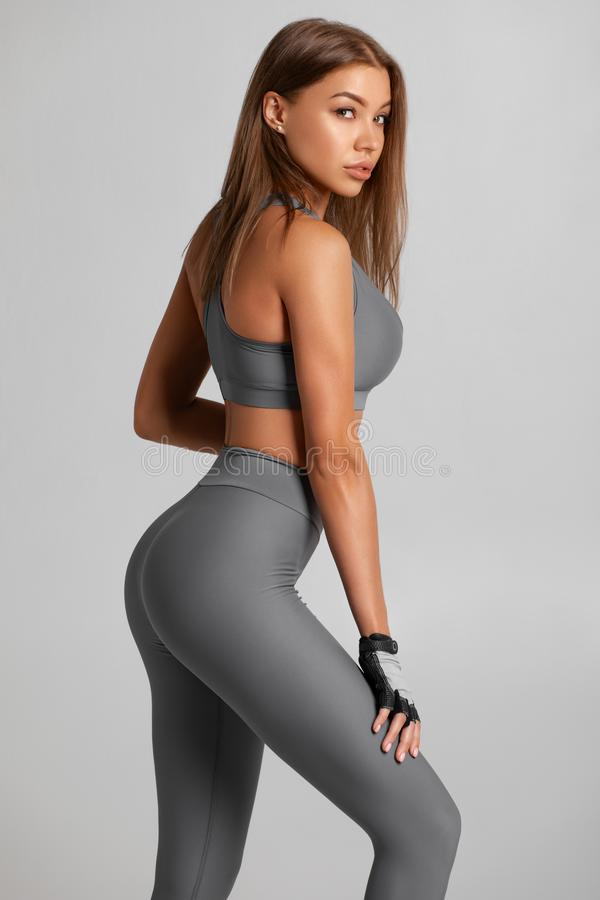 Free Sexy Fitness Woman. Beautiful Athletic Girl, Isolated On The Gray Background Stock Photo - 159193190