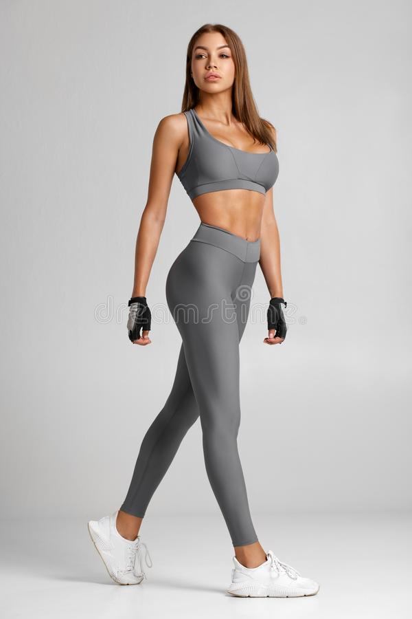 Free Sexy Fitness Woman. Beautiful Athletic Girl On The Gray Background Royalty Free Stock Image - 159193186