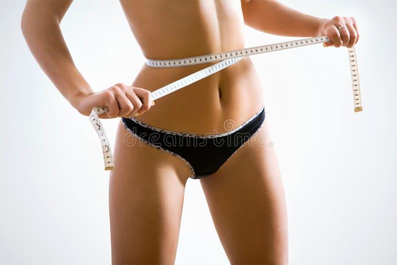 Sexy Frau misst die Taille lizenzfreies stockfoto