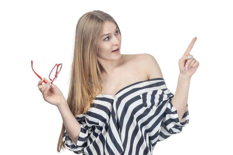 Sexy Frau mit dem Glaspunktfinger lizenzfreie stockbilder