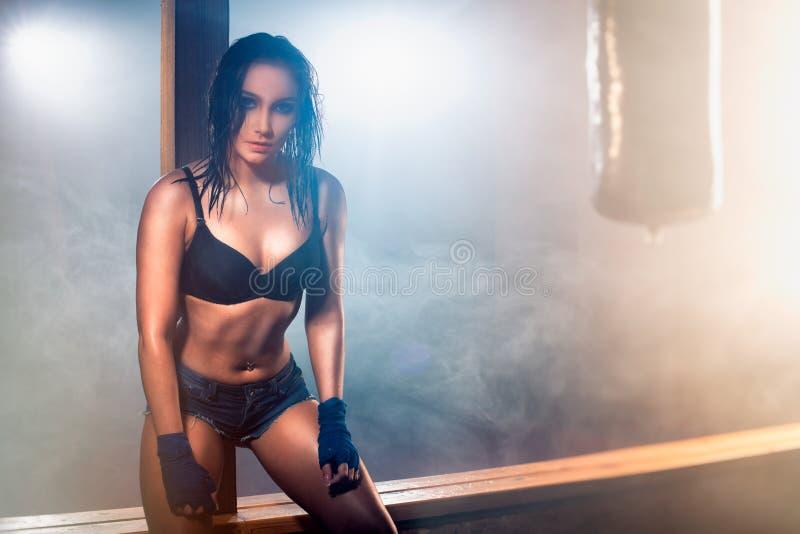 Sexy Frau nach Training stockfoto