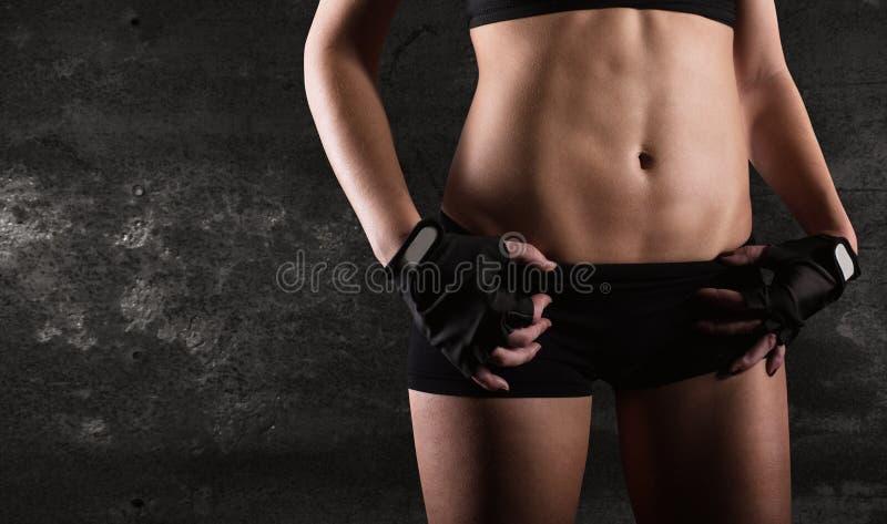 Sexy Frau nach Training stockfotografie