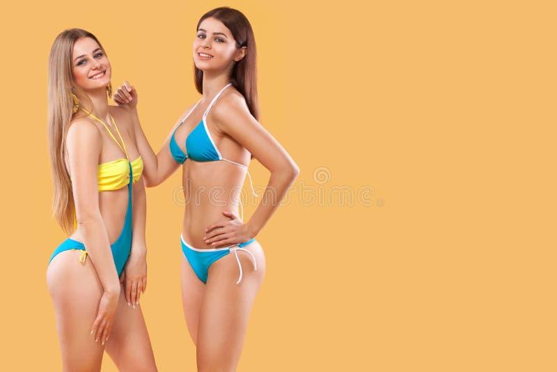 Frauen tragen Bikinis sexy