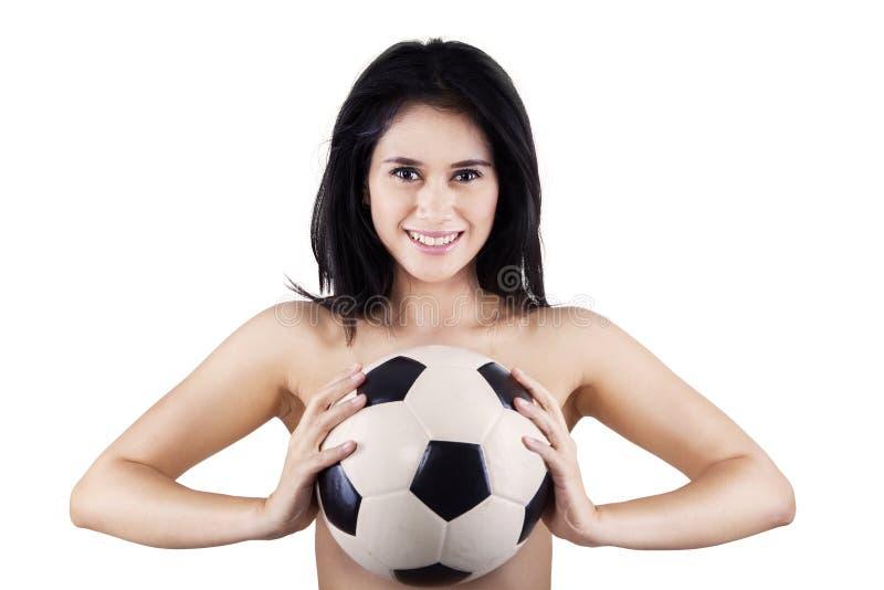 Download Sexy Geïsoleerde Het Voetbalbal Van De Vrouwenholding Stock Afbeelding - Afbeelding bestaande uit geïsoleerd, nude: 39116535