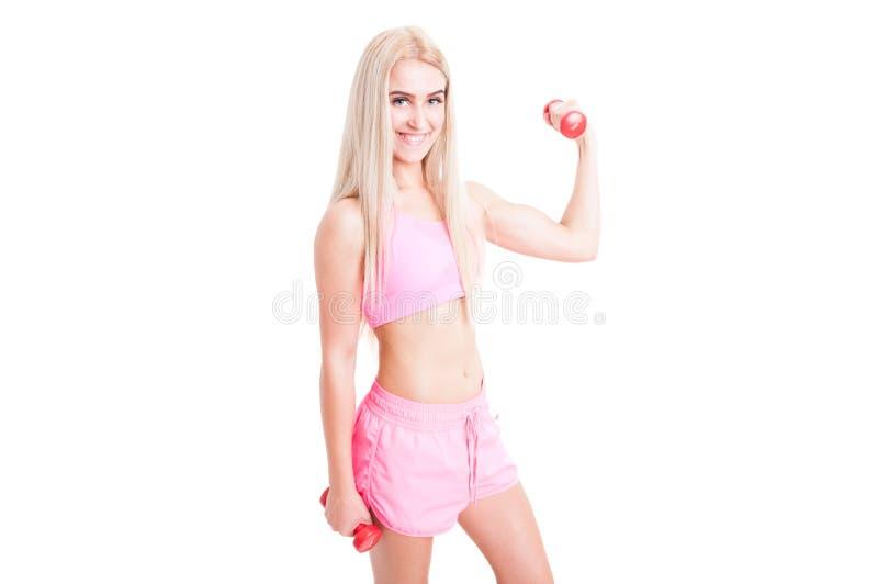 Sexy geschiktheidswijfje met de slanke gewichten van de lichaamsholding stock foto's