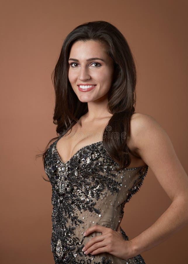 Sexy glimlachende jonge vrouw royalty-vrije stock foto