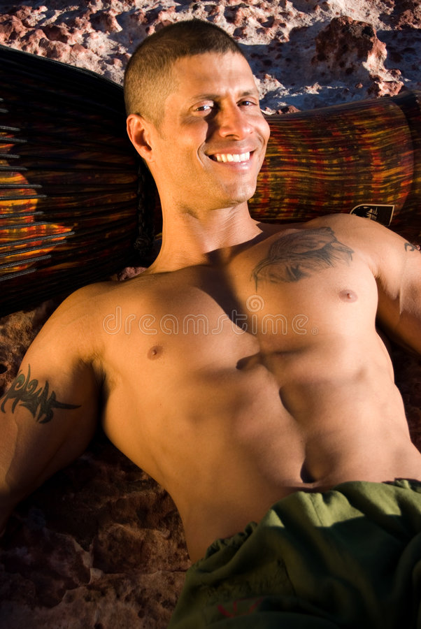 Sexy glimlachende mens. stock afbeelding