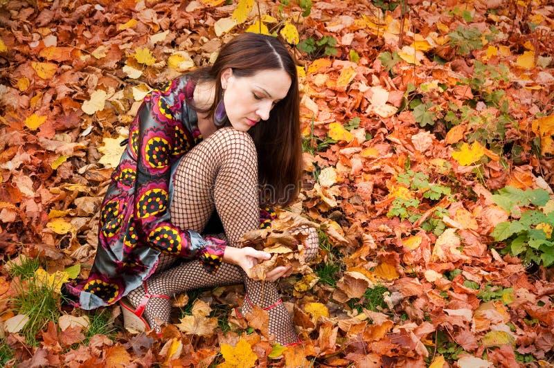 Sexy Herbstfrau stockfoto