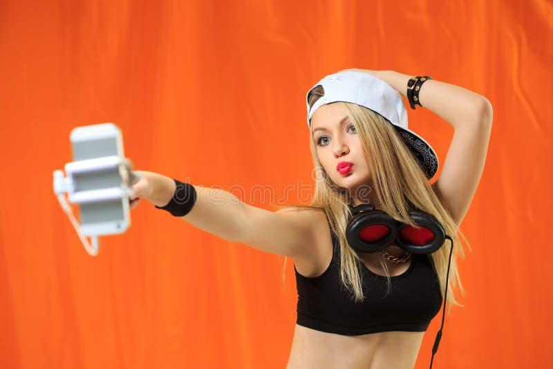 Sexy Hip-Hop-Mädchen fotografierte sich auf lizenzfreie stockfotografie