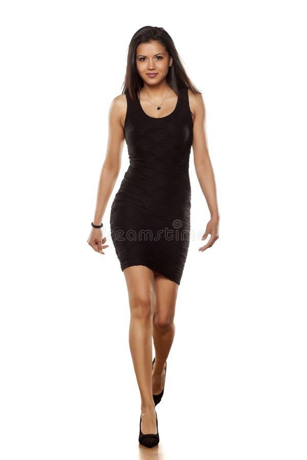 Sexy in ihr Kleid lizenzfreies stockbild