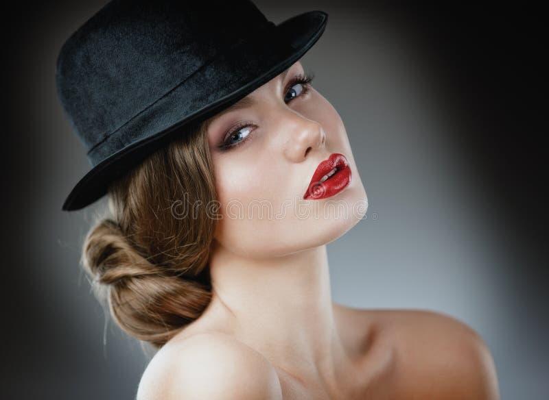 Sexy jong mooi vrouw/model met rode lippen, uitstekend/retro h royalty-vrije stock fotografie