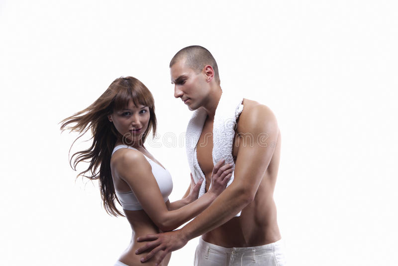 Sexy jong paar in wit stock afbeelding