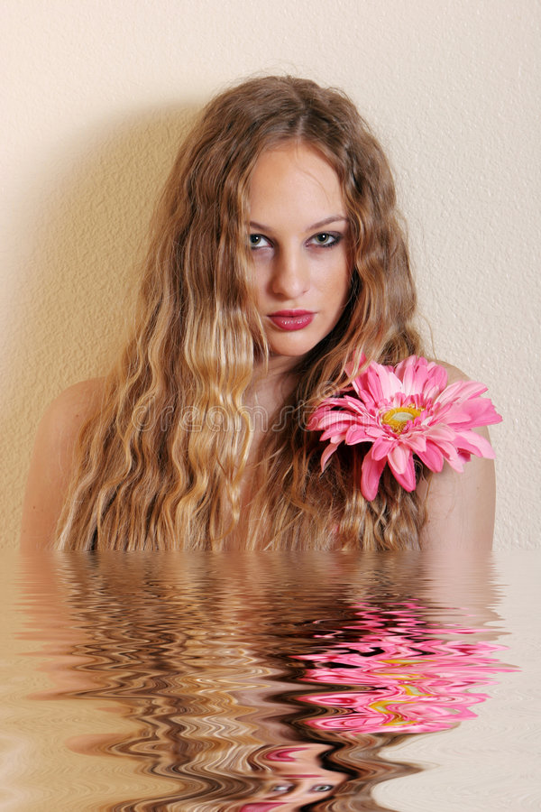 Sexy jonge blonde vrouw stock afbeeldingen