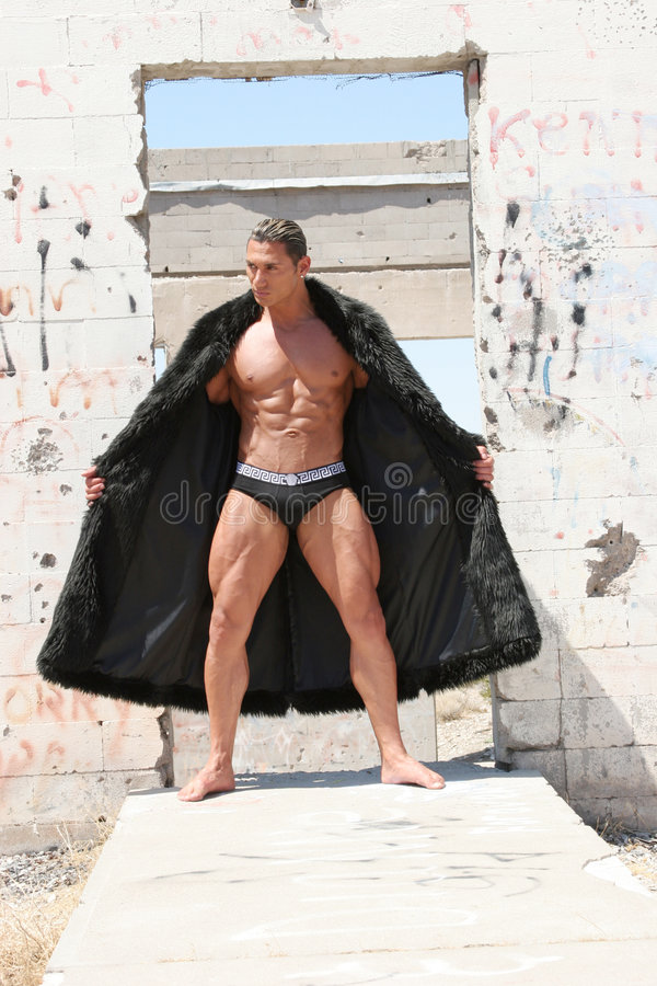 Sexy knappe mens in bontjas royalty-vrije stock afbeelding