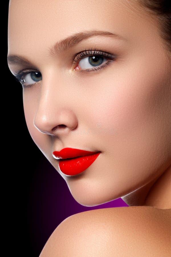 Sexy lippen De Make-updetail van schoonheids Rood Lippen Mooie samenstellingsclos stock afbeelding