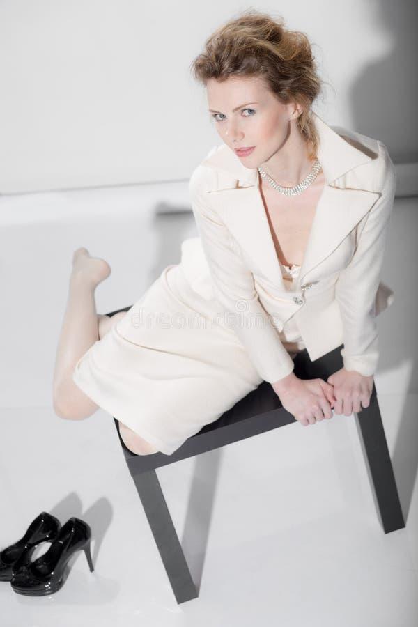 Sexy Mädchen in einem Anzug stockbilder