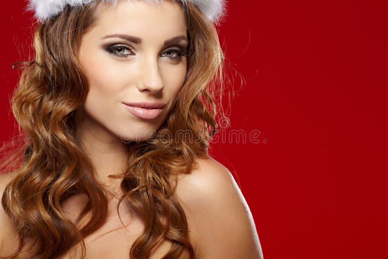Sexy Mädchen mit Weihnachtsgeschenken lizenzfreies stockfoto