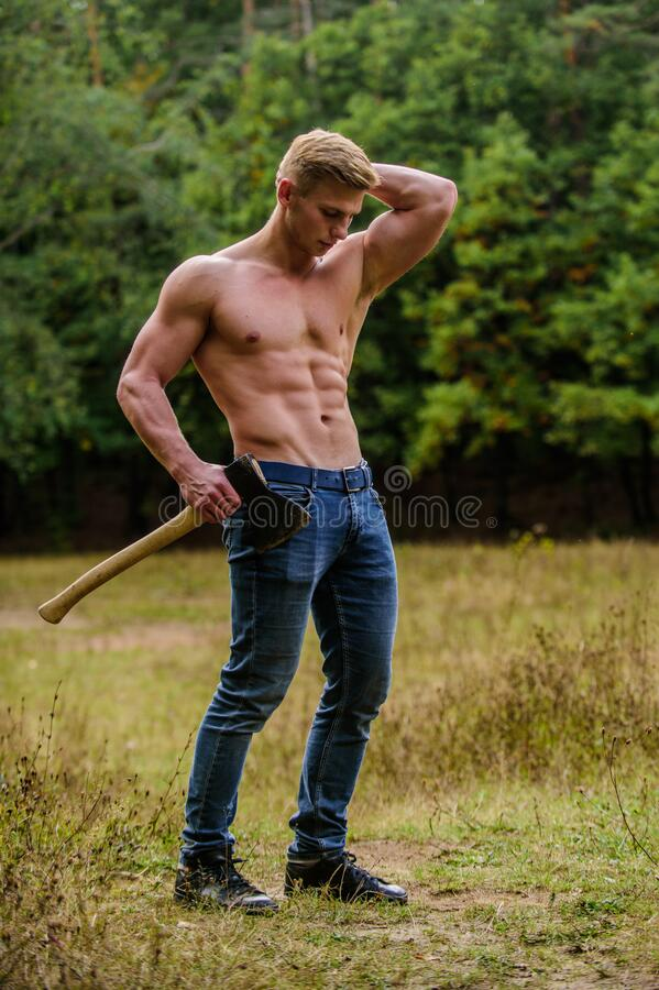 Free Sexy Macho Bare Torso. Handsome Shirtless Man Muscular Body. Muscular Athlete In Forest. Sport And Fitness. Muscular Stock Photography - 178233552