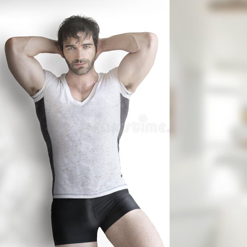 Sexy Mann lizenzfreie stockfotos