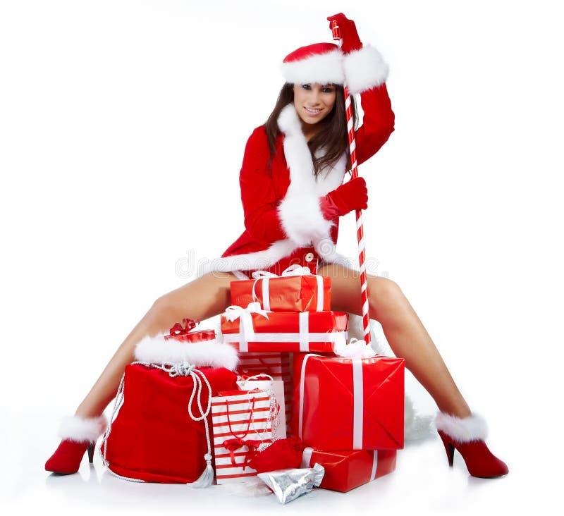 sexy meisje dat de kleren van de Kerstman draagt royalty-vrije stock afbeelding