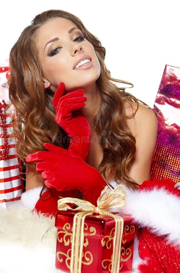 Sexy meisje die de kleren van de Kerstman dragen stock afbeeldingen