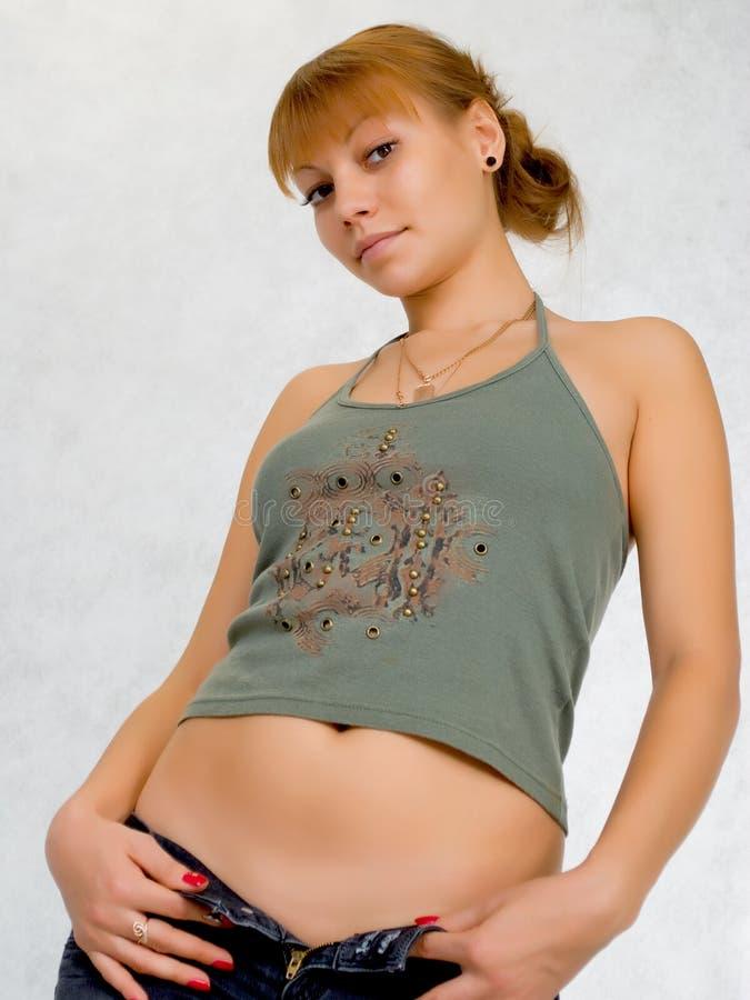 Sexy meisje die op jeans proberen. stock afbeeldingen