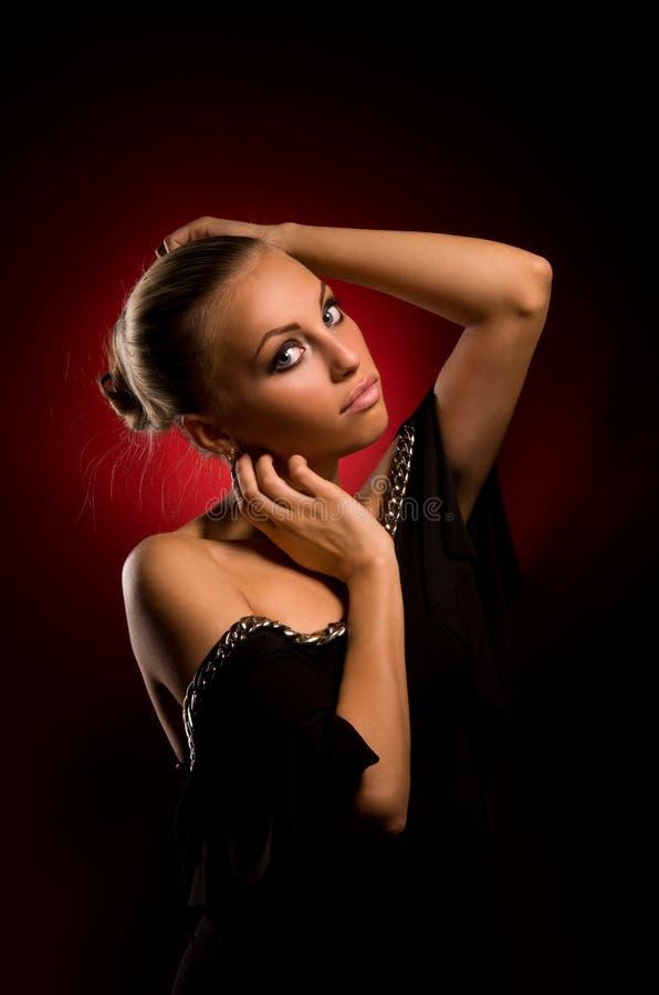 Sexy meisje met agressieve make-up stock afbeelding