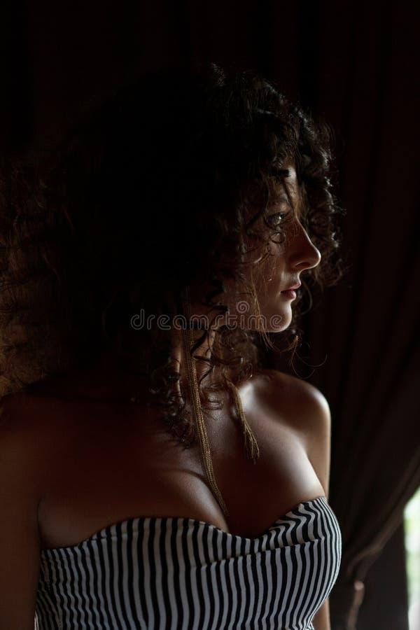 Sexy meisje naast venster royalty-vrije stock foto's