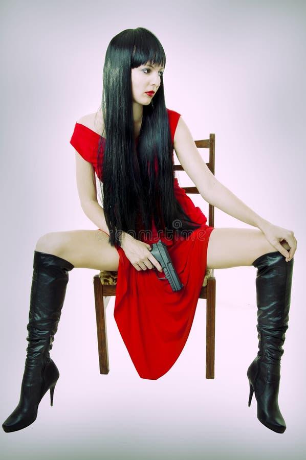 Sexy modieuze donkerbruine Vrouw met Kanon royalty-vrije stock afbeeldingen