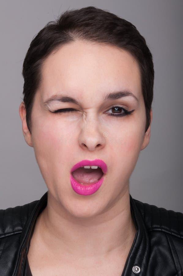 Sexy mooie vrouw die het gebaar van het oogknipoogje doen royalty-vrije stock fotografie