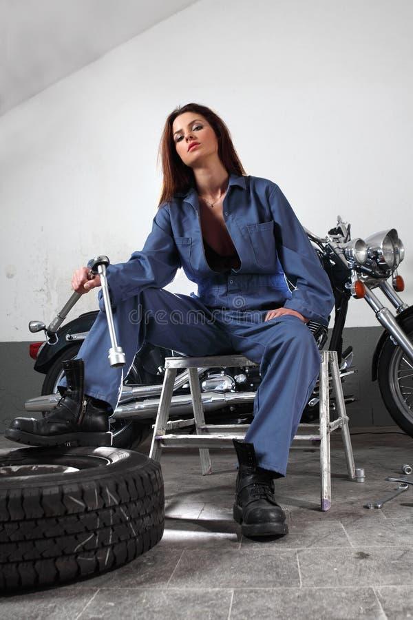 Sexy motorfietswerktuigkundige stock foto