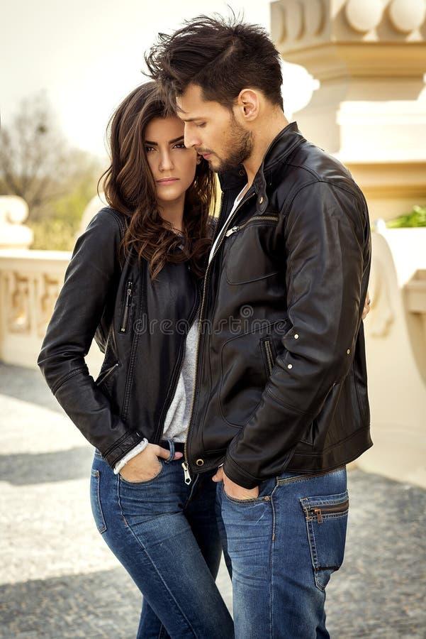 Sexy paar in leerjasje stock foto
