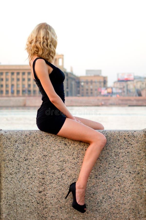 Sexy Sitiing Vrouw Royalty-vrije Stock Afbeeldingen