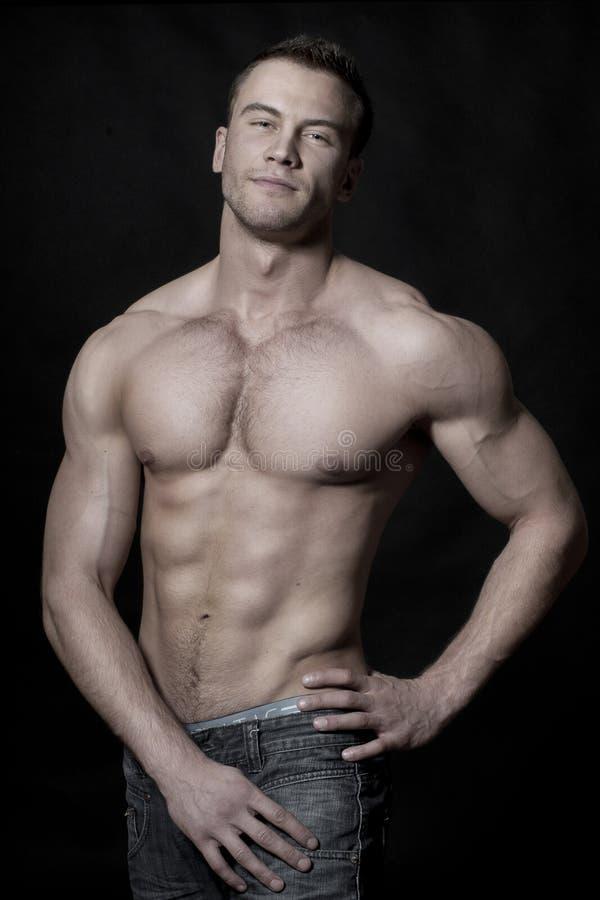 Sexy spier jonge machomens stock foto