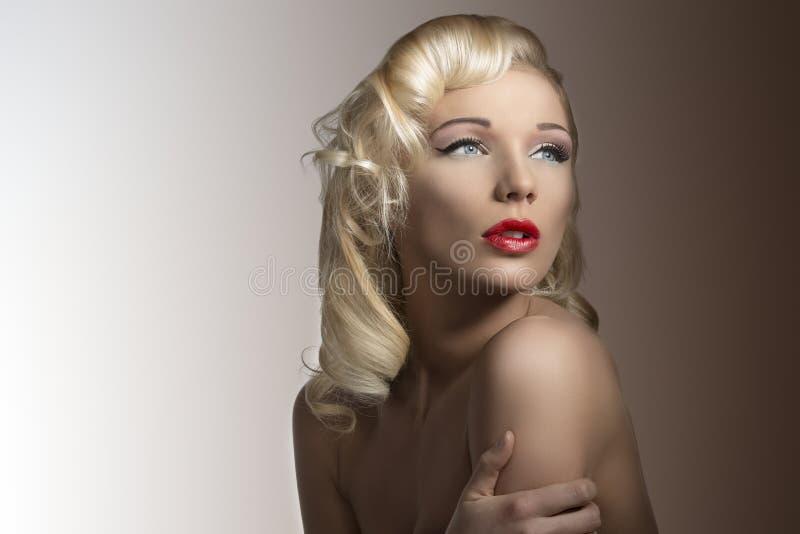 Blonde Diva 22