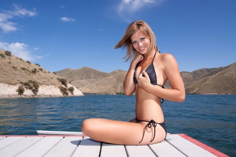 Sexy vrouw in bikini royalty-vrije stock fotografie
