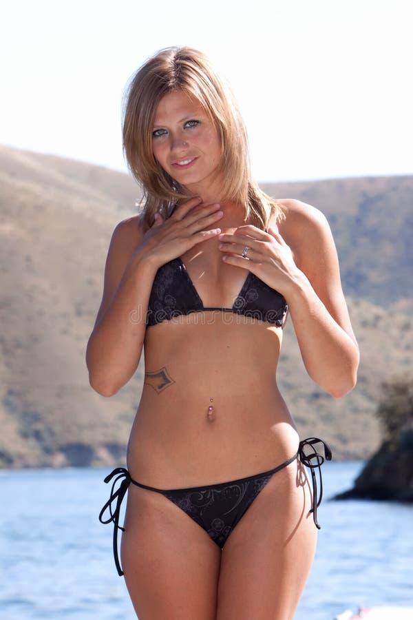 Sexy vrouw in bikini royalty-vrije stock foto's