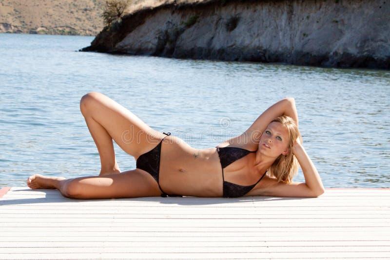 Sexy vrouw in bikini stock foto's