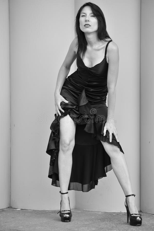 Sexy vrouw die kleding draagt stock afbeelding