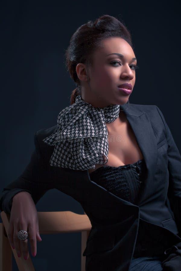 Sexy vrouw in fashinable kleren stock afbeeldingen