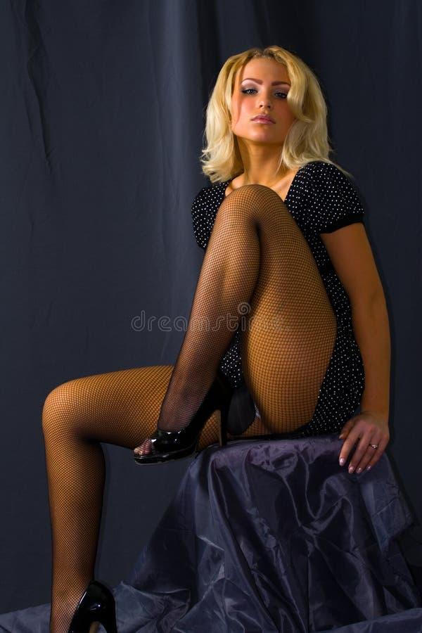 Download Sexy vrouw in kousen stock afbeelding. Afbeelding bestaande uit schoonheid - 10782979