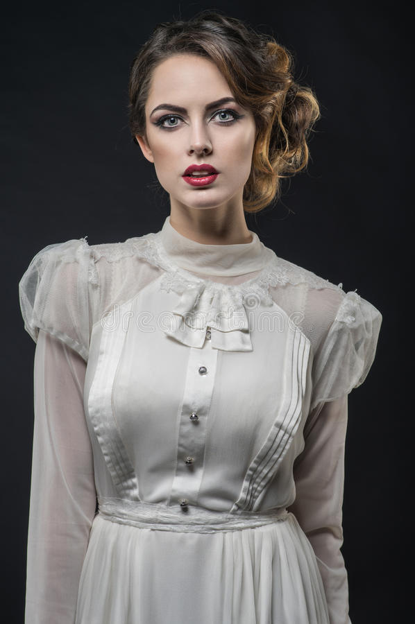 Sexy vrouw in witte kleding stock foto's