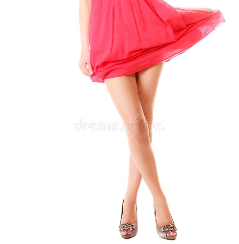Sexy vrouwelijke benen in hoge geïsoleerde hielen Een deel van lichaam stock afbeelding