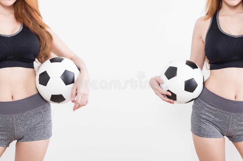 Sexy vrouwenlichaam met voetbalbal royalty-vrije stock fotografie