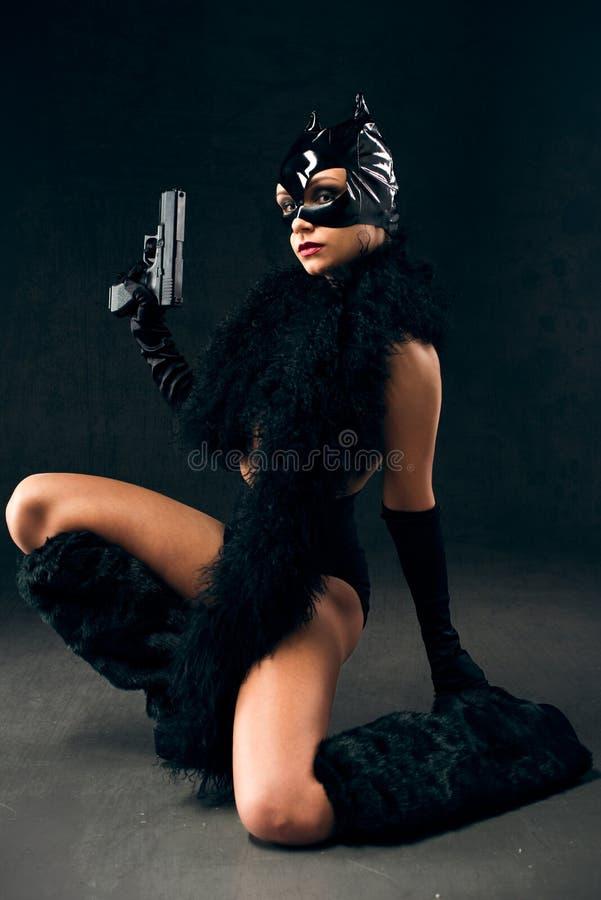 Sexy wijfje in zwart catwoman kostuum royalty-vrije stock foto