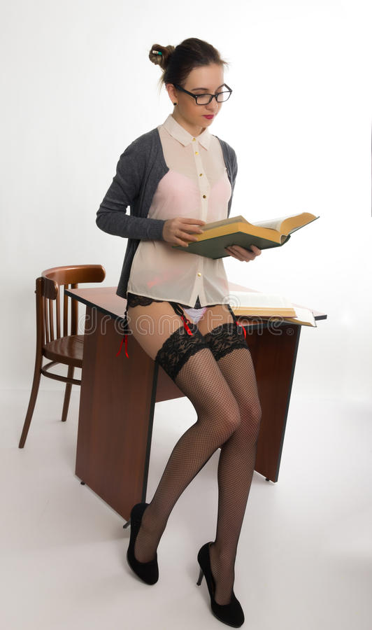 Beautiful female teacher to teach you to make 10
