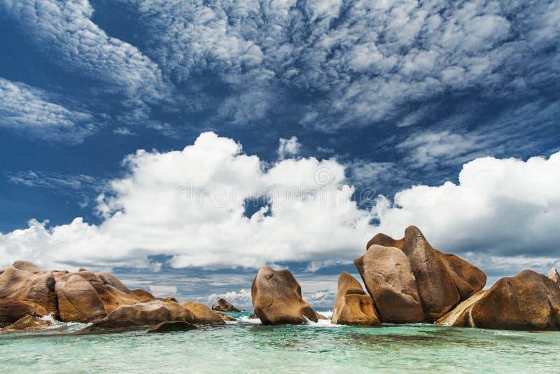 seychelles Ökenstrand royaltyfria foton