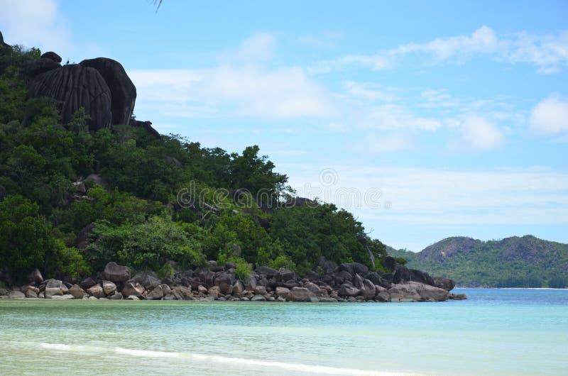 seychelles Strand på ön av Praslin royaltyfria bilder