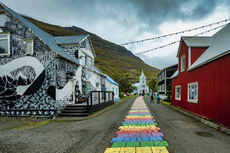 Seydisfjordur, ISLANDE - 14 septembre 2018 : Belle ville étrange d'artiste de Seydisfjordur en Islande est images libres de droits